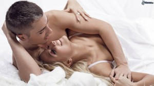 couple-in-bed-159416-700x394