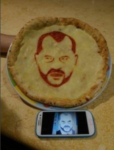 Pizza me fytyrën e Edi Ramës