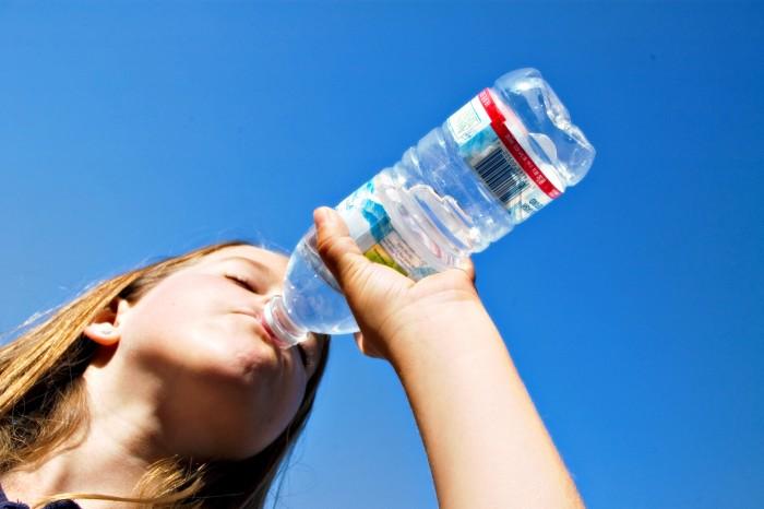Çfarë ndodh nëse nuk pijmë mjaftueshëm ujë?