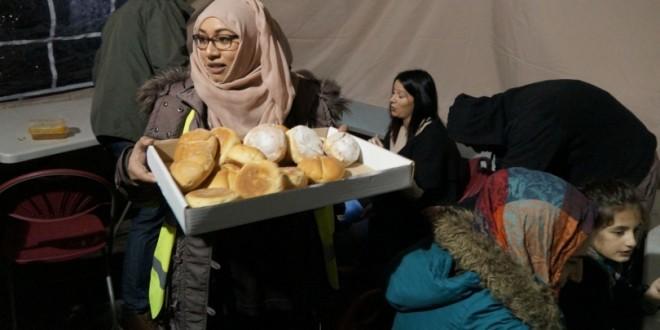 Xhamia në Angli ushqen të varfrit për Krishtlindje
