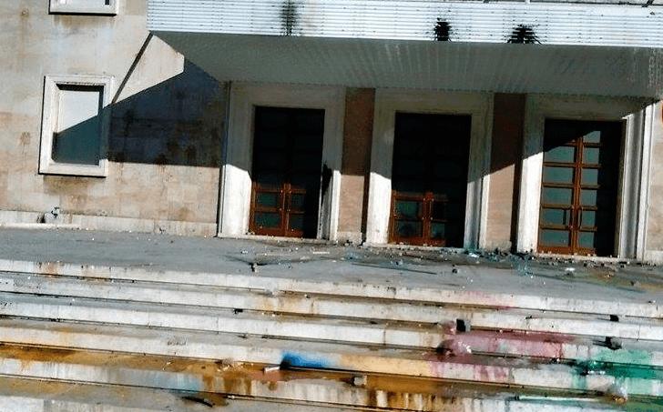 Skenari i protestave në vijim: Berisha rri me turmën, por thirrjet për dhunë i bën…