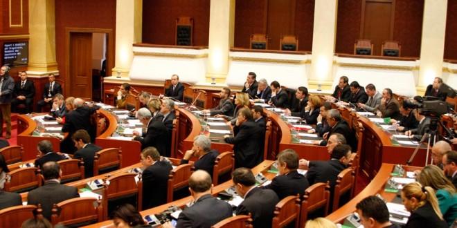 Dekriminalizimi  tre deputetë e një kryebashkiak në ikje