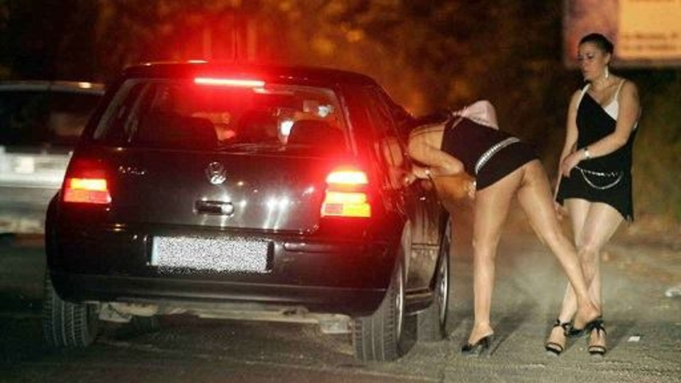 Si i shfrytëzonte si prostituta