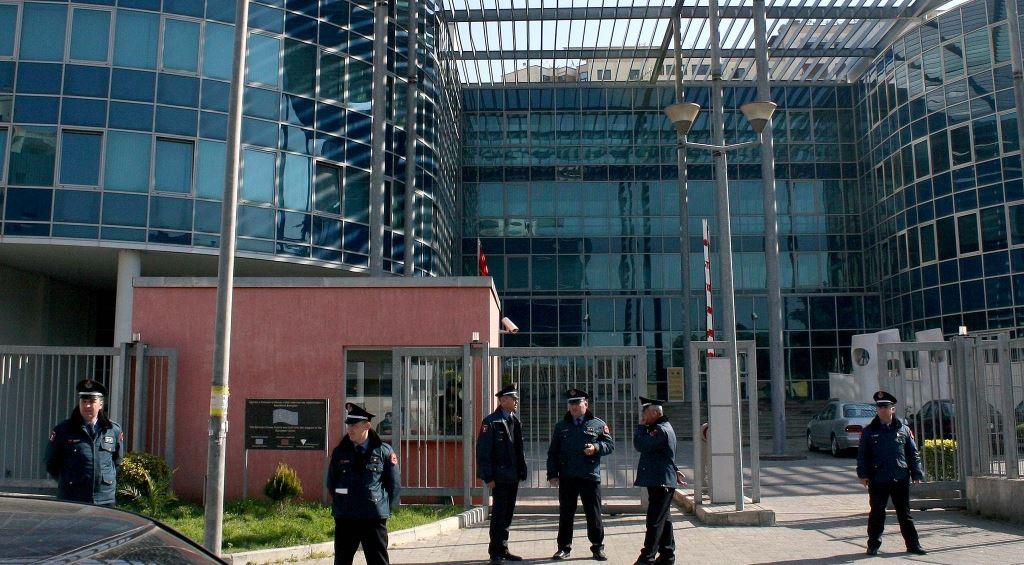 Pasuri nga aktivitetet kriminale, Prokuoria sekuestron pronat e durrsakut