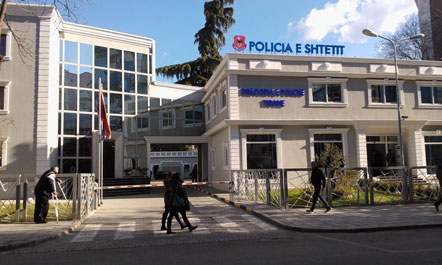 Vdes në rrethana të paqarta  policia e Tiranës nis hetimet