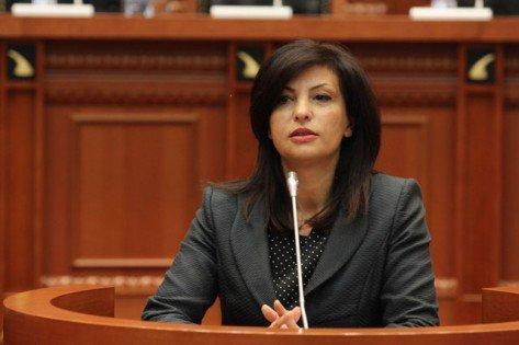 Jozefina Topalli reagon për arrestimin e 18-vjeçarit: Faji është i joni!