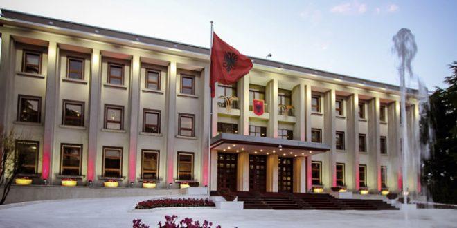 Ministrat e rinj të qeverisë betohen në Presidencë