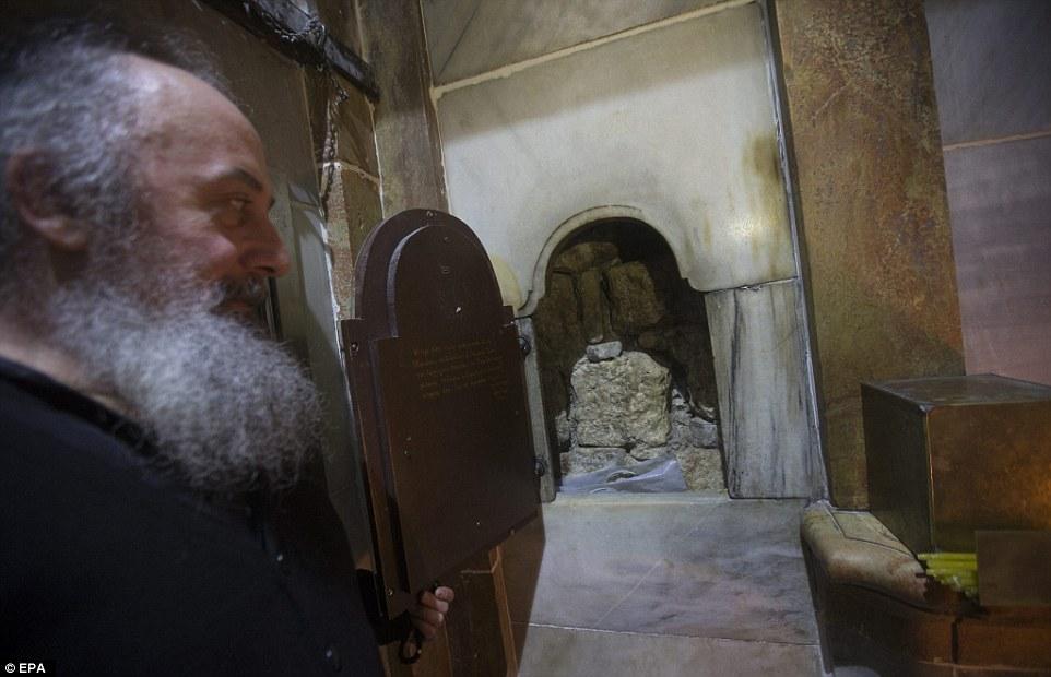 FOTO/ Hapet pas 5 shekujsh varri i Krishtit, ja çfarë gjetën brenda shkencëtarët