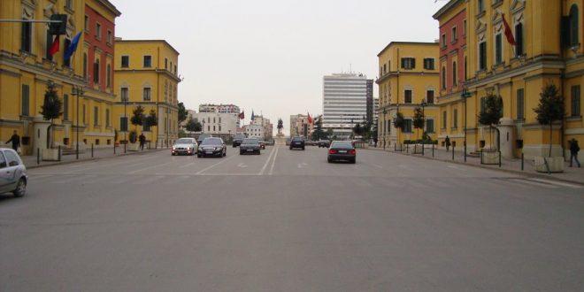 Guinness  bllokon qarkullimin në Tiranë