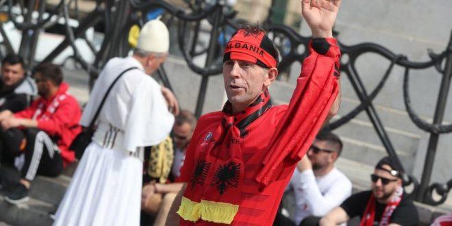 Ndeshja Gjysma e zemrës për Shqipërinë  gjysma tjetër për Italinë