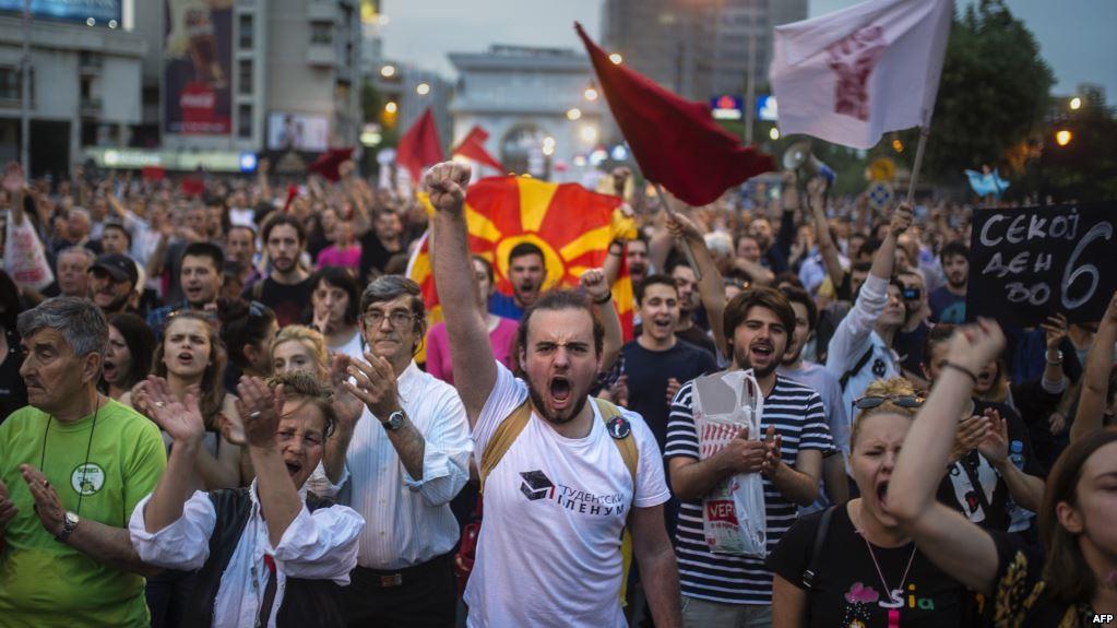 A rrezikon përhapjen në gjithë rajonin kriza në Maqedoni?