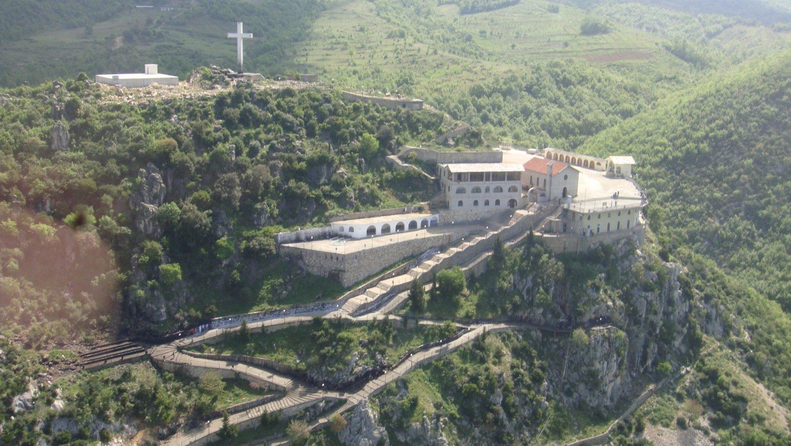 Misteri i Kishës Laçit: Ja çfarë u ndodhi 32 ushtarëve të Enverit