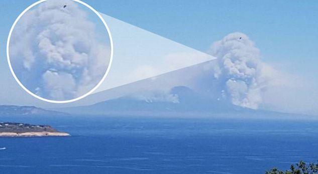 Një kafkë gjigante shfaqet mbi vullkanin italian (Foto)