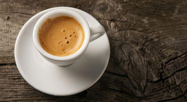 Koha e duhur për të konsumuar kafe dhe përfitimet që kemi prej saj