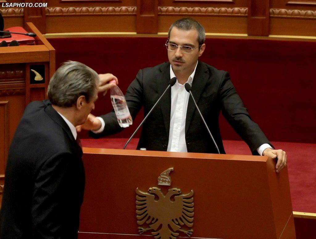 """""""Mandati ndërkombëtar i arrestit të Saimir Tahirit është gati"""""""