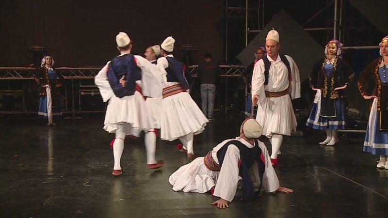 Ansambli mbush 60 vite, artistët mblidhen në Teatrin Kombëtar
