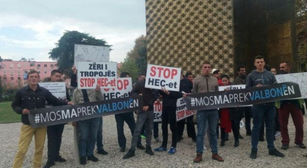 'Mos ma prek Valbonën', qindra qytetarë protestë në Tiranë
