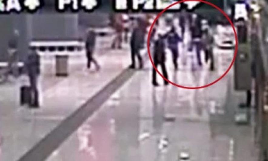 E kapin pesë policë italianë, shqiptari vdes në vend