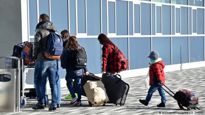 Gjermania u jep 6 mijë euro azilkërkuesve që kthehen me dëshirë