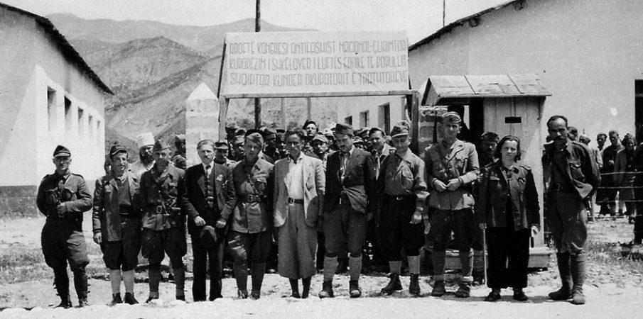 Historiania angleze: Enver Hoxha do vritej në nëntor 1944, ja kush e shpëtoi