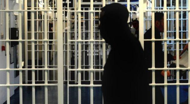 Ç'po ndodh, 130 të dënuar u veshën policë burgjesh