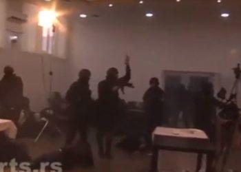 Pamjet si nëpër filma, shikoni si arrestohet zyrtari serb në Kosovë /Pamjet