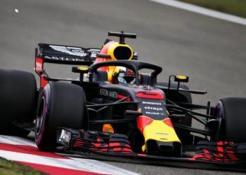 Ricciardo spektakël dhe triumf në Kinë, Verstappen përplas Vettel