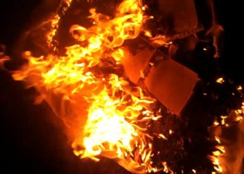 """""""Digje shaminë e beqarit"""": Bie zjarri në ndërtesë, tmerrohen 300 dasmorët [VIDEO]"""