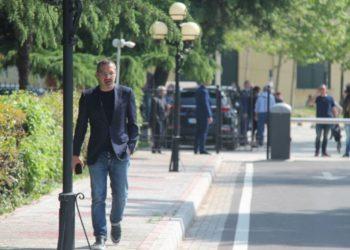 Saimir Tahiri rikthehet në Kuvend, pritet të flasë 20 minuta