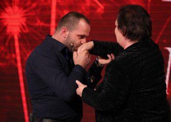 Historia që përloti shqiptarët, djali i adoptuar për nënën birësuese: Të premtoj që s'do të të lë vetëm