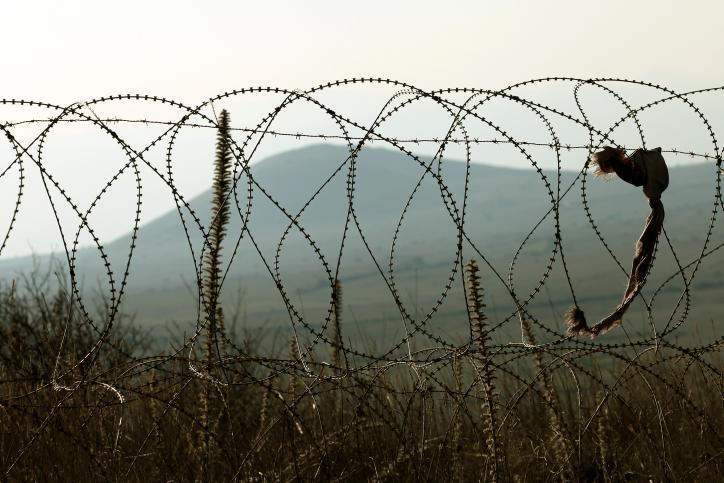 Mali i Zi, gardh me gjemba me Shqipërinë