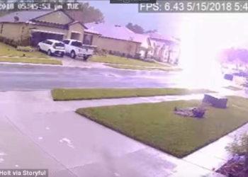 Rrufeja godet shtëpinë, pamje të rralla nga Florida [VIDEO]