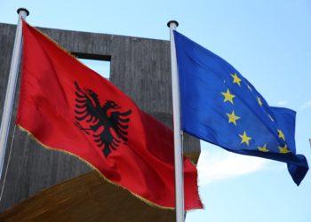 RAPORTI: Shqipëria, 100 vite larg Europës