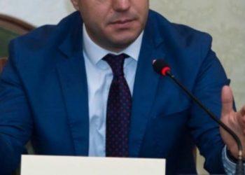 FOTO / Deputeti socialist, 60 mijë euro për një palë flokë të reja
