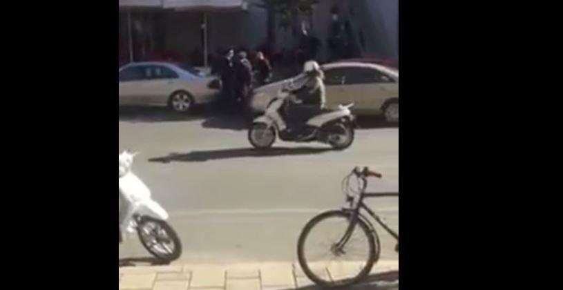 Refuzon gjobën, shoferi rreh policin në Tiranë (Video)