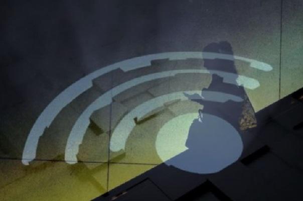 Adoleshentja vdes nga Wi-Fi në shkollë