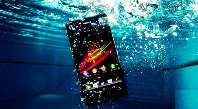 Çfarë duhet të bëjmë nëse na bie celulari në ujë?