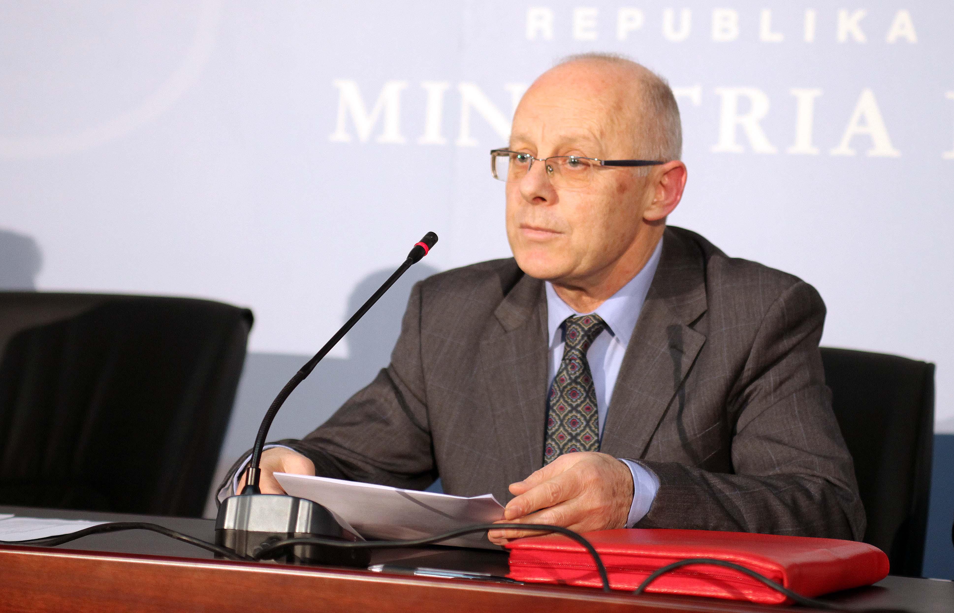 Përmbytjet: ministri Cani në Dibër, njihet me situatën