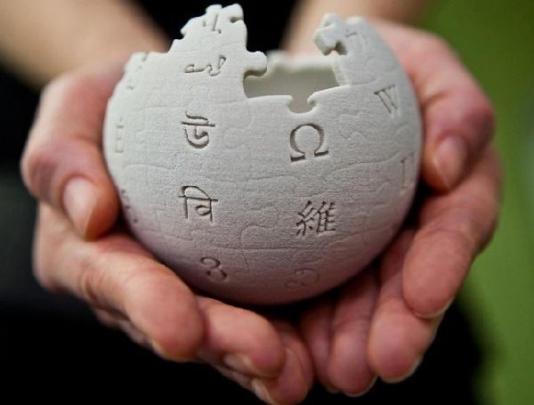 Wikipedia mbush 15 vjeç
