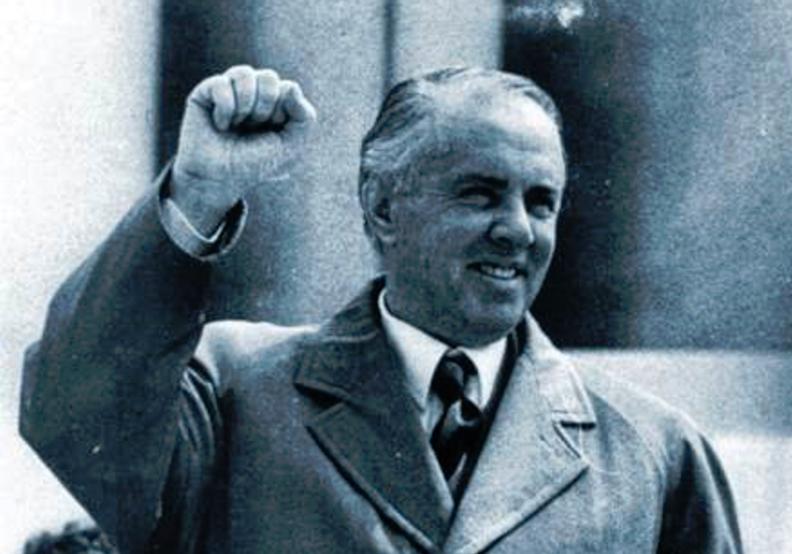 A ishte Enver Hoxha homoseksual?