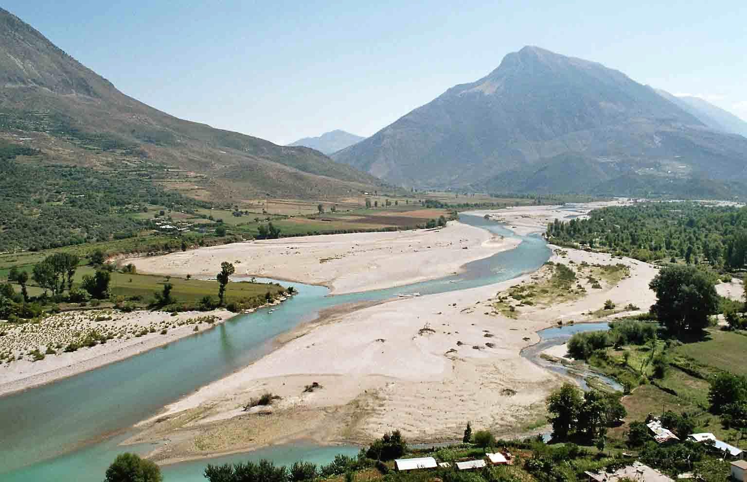 Rritet niveli i lumit Vjosë, strukturat vendore në gatishmëri
