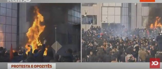 Kosovë: Përshkallëzohet protesta në Prishtinë