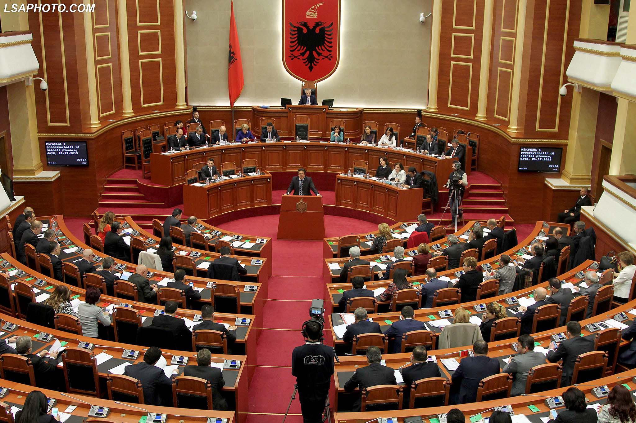 Kush do përjashtohet nga Kuvendi?! Ditë e trazuar për PD-PS