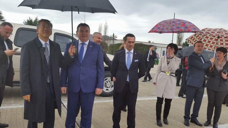 Përse e mban nën ombrellë Donald Lu, Haki Çakon?