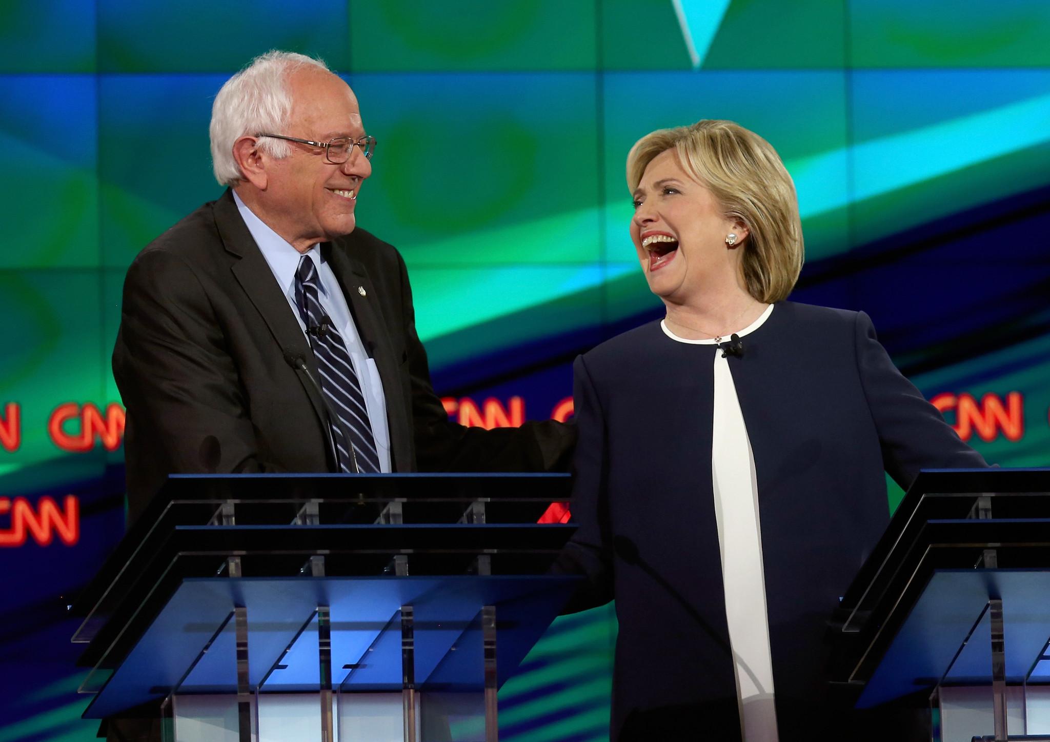 Clinton fiton përballjen me Bernie Sanders në Iowa