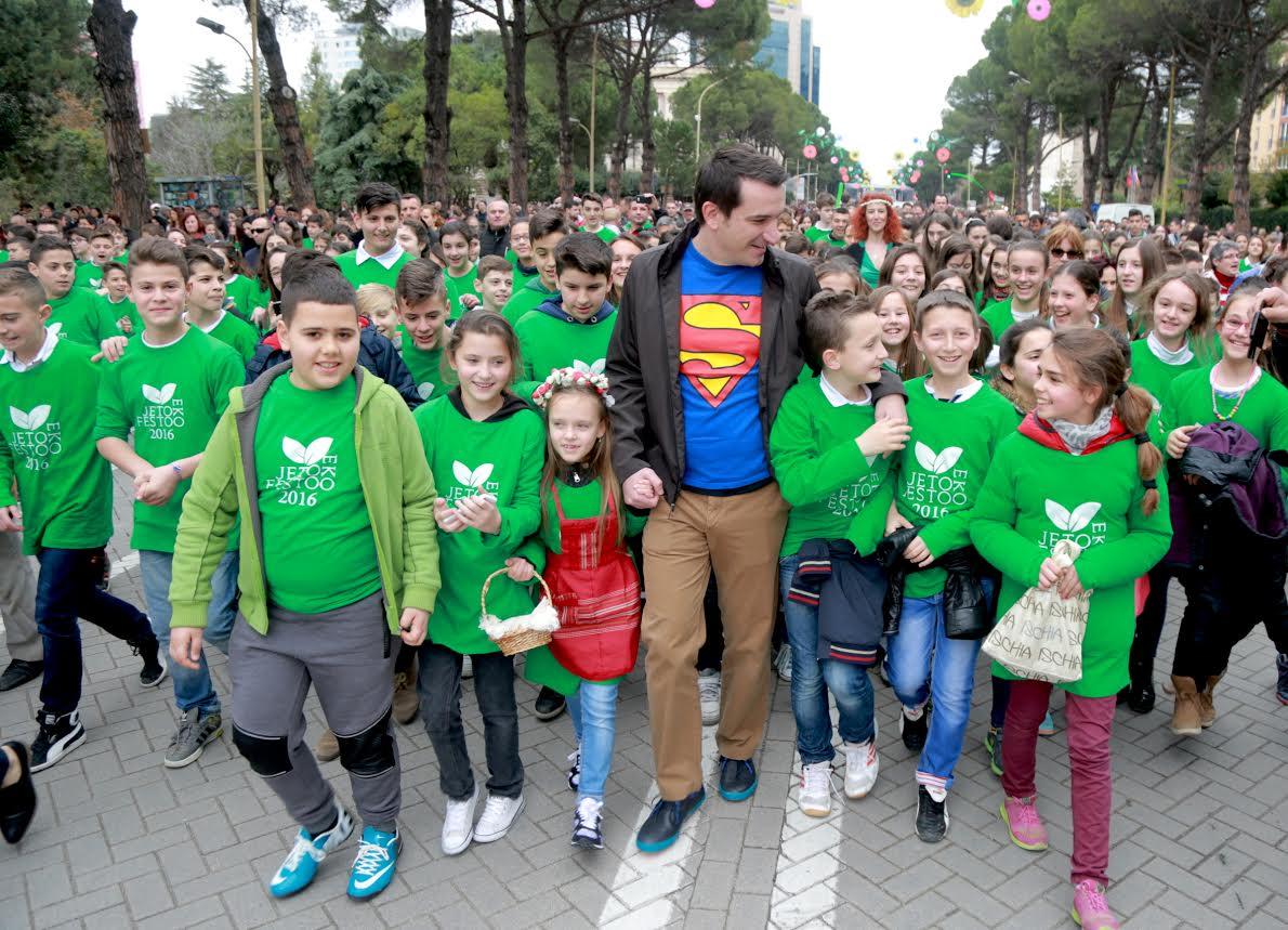 """Veliaj: Fokusi te fëmijët, transformojmë sheshin """"Skëndërbej"""""""