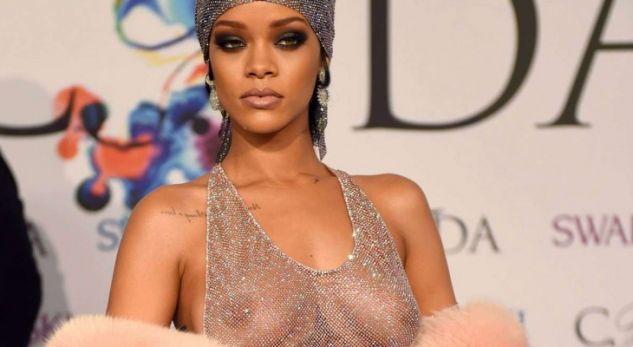 Fotot nudo të Rihannas në klipin e ri (Foto)