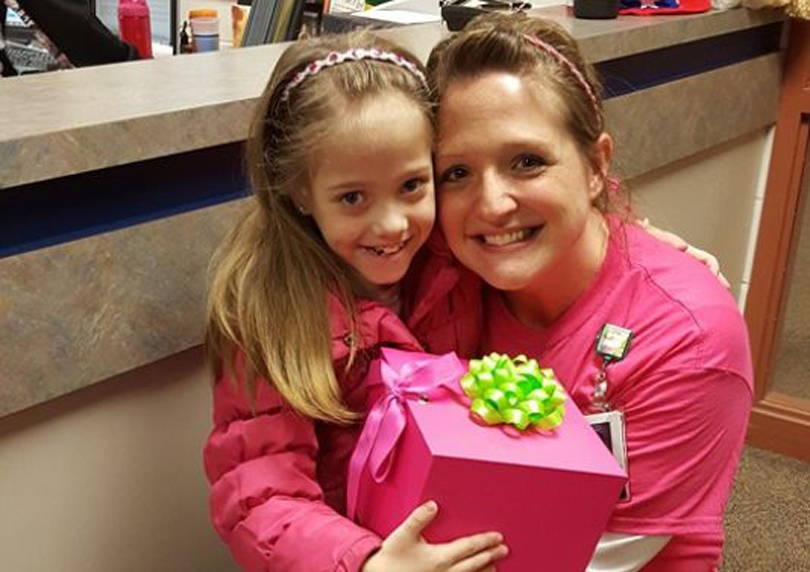 Mësuesja heroinë i dhuron veshkën nxënëses