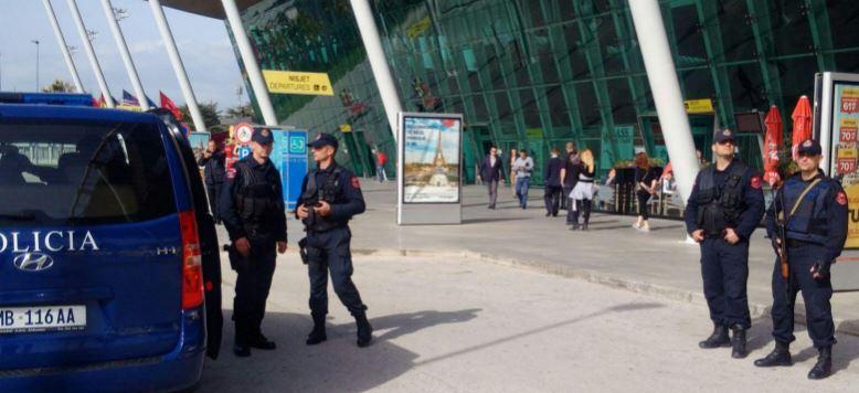 Grabitje në Rinas, tre persona rrëmbejnë paratë në pistë