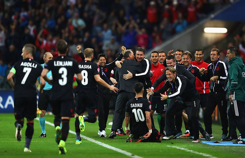 Shqiptarët në delir, kuqezinjtë shënojnë fitoren e parë